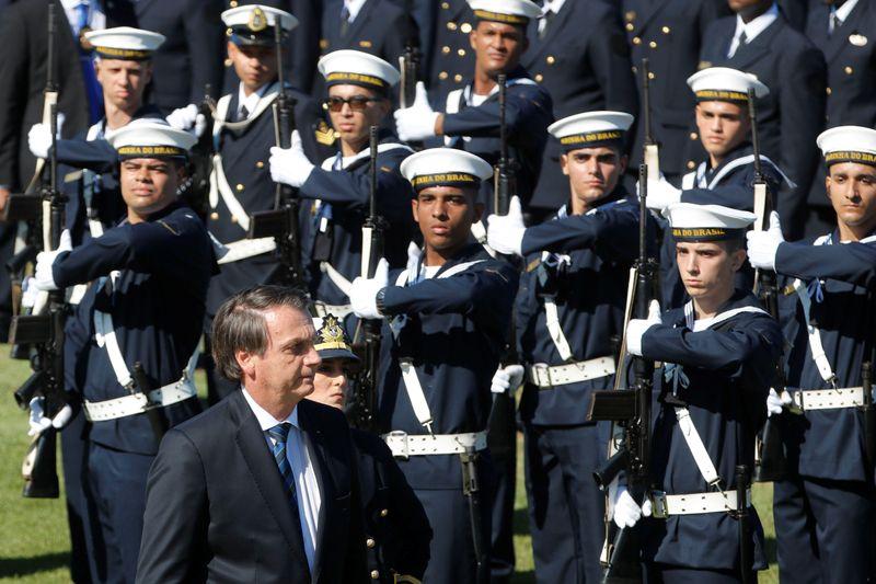 Bolsonaro volta a dizer que Forças Armadas decidem se povo vive em democracia ou ditadura