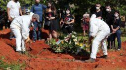 Brasil registra 1.096 novas mortes por Covid-19 e total atinge 215.243