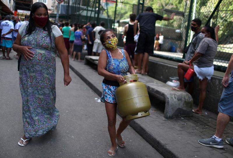 Maioria dos beneficiários do auxílio emergencial não conseguiu nova fonte de renda, mostra Datafolha