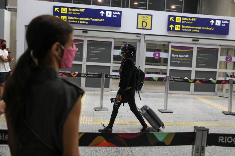 Brasil proíbe viajantes da África do Sul para impedir disseminação de variante do coronavírus