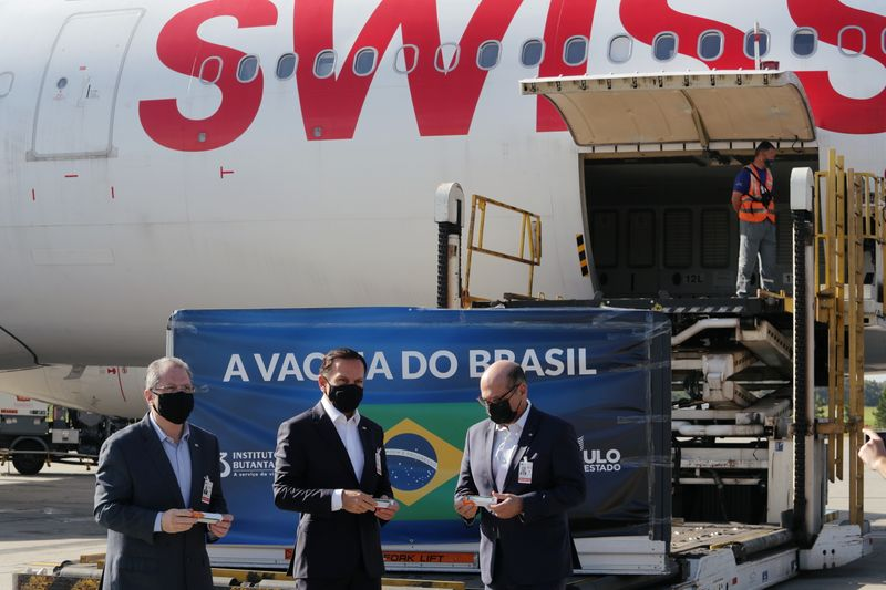 Lote de 5,4 mil litros de insumos da CoronaVac deve chegar ao Brasil em 3 de fevereiro
