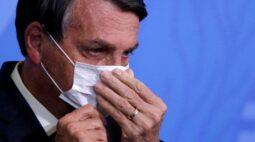 Com risco para economia e popularidade em queda, Bolsonaro é convencido a mudar tom sobre vacinas