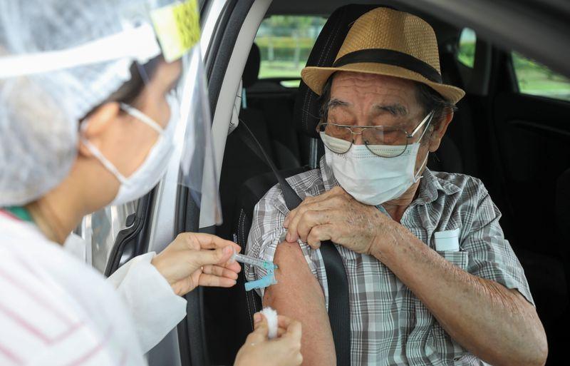 Curitiba retoma a vacinação nesta sexta-feira. Confira o cronograma