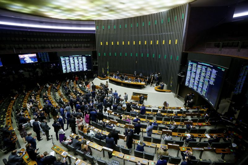 Deputados costuram solução interna para relaxar prisão de deputado que ofendeu ministros do STF