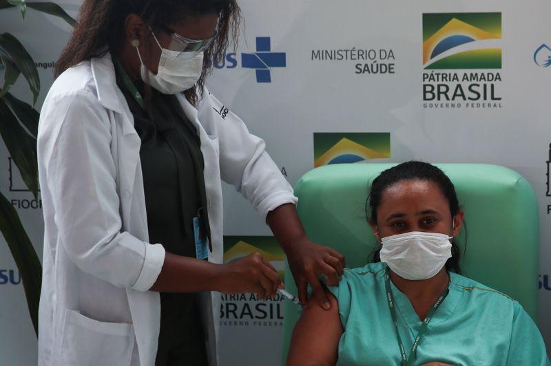 Ministério decide usar todo novo lote de vacinas da Covid como 1ª dose