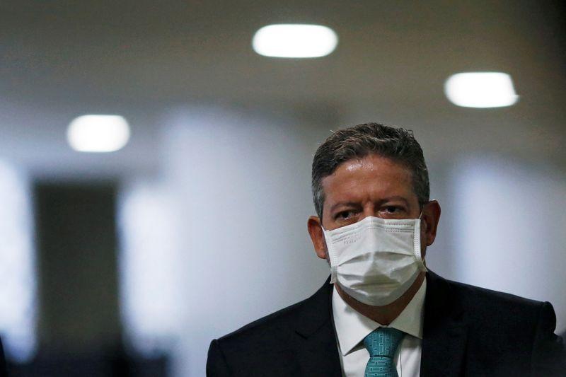 Lira diz que turbulência faz parte da democracia e defende foco no combate à pandemia