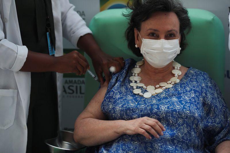 ENTREVISTA-Fiocruz antecipa percalços em vacina com IFA próprio, busca AstraZeneca para importar mais doses ou insumos