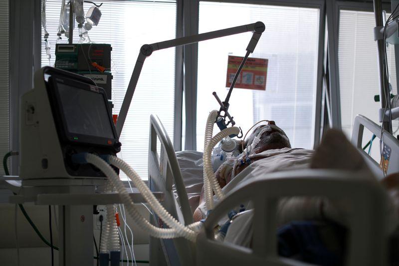 Saúde negocia entrega de 2,8 milhões de medicamentos para intubação