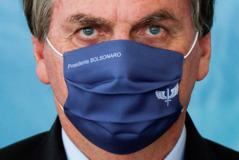 Bolsonaro anuncia comitê para combate à Covid-19 e coordenação com governadores