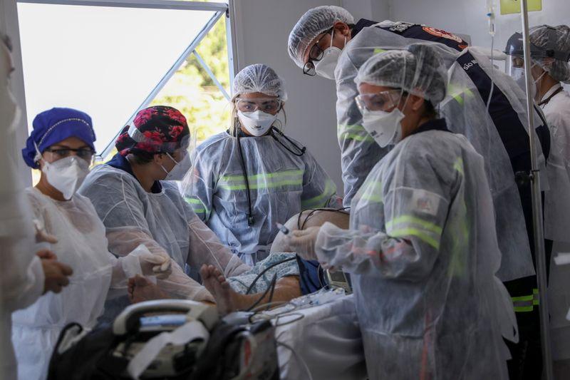 Brasil registra mais de 100 mil casos de coronavírus em único dia pela 1ª vez