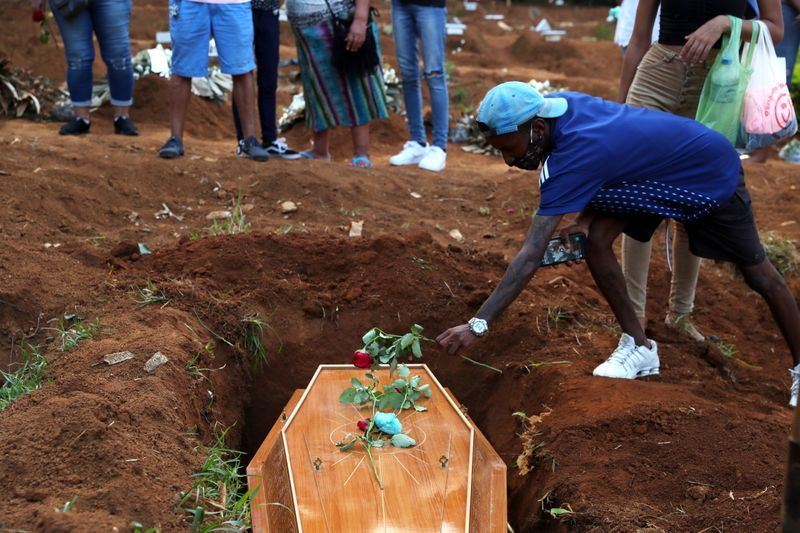 Brasil tem 3.438 novas mortes por Covid-19, total passa de 310 mil, diz Ministério da Saúde