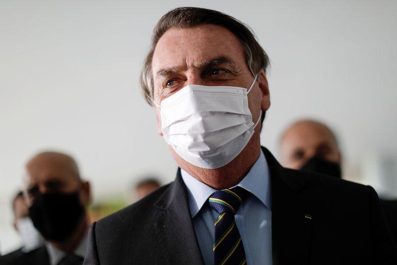 Bolsonaro diz jogar dentro dos limites da Constituição