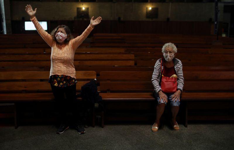 Gilmar Mendes dá primeiro voto contra liberação de cerimônias religiosas