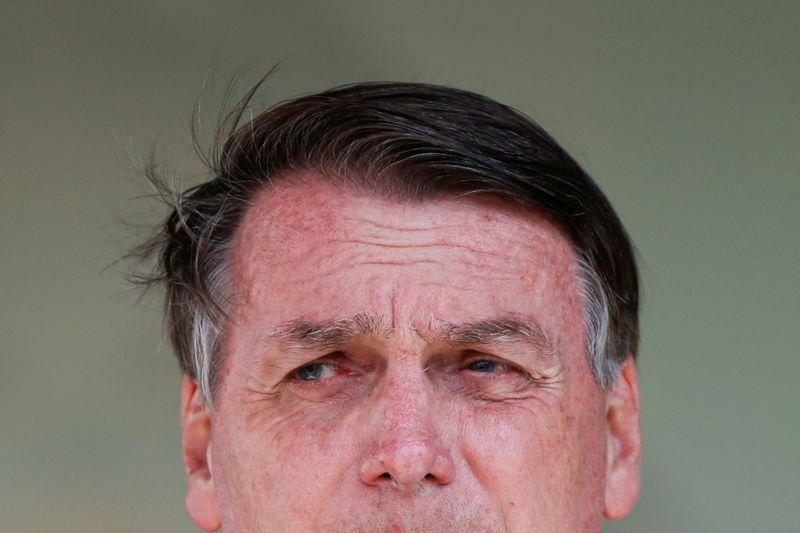 Em promoção de oficiais, Bolsonaro diz que Exército garante estabilidade do país