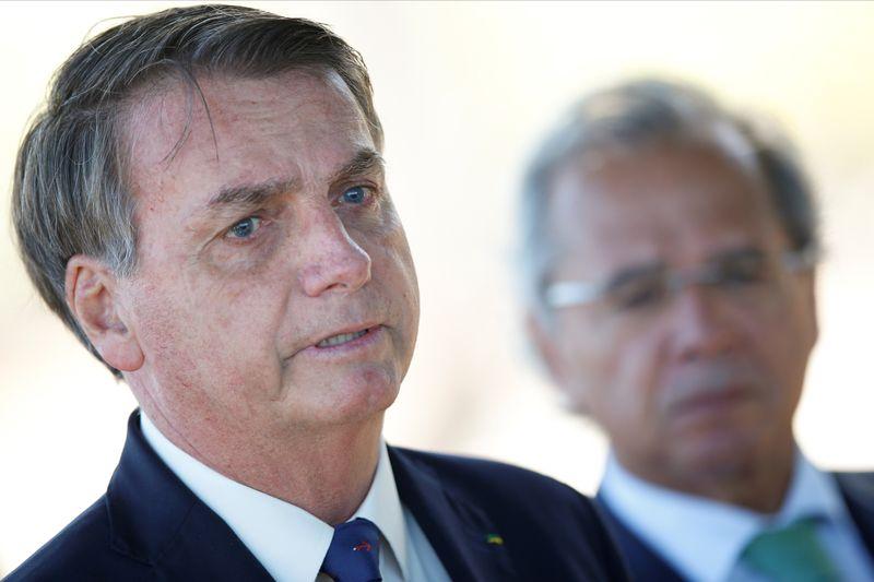 """Bolsonaro diz que tentará recuperar """"probleminha"""" no Orçamento sem furar teto"""