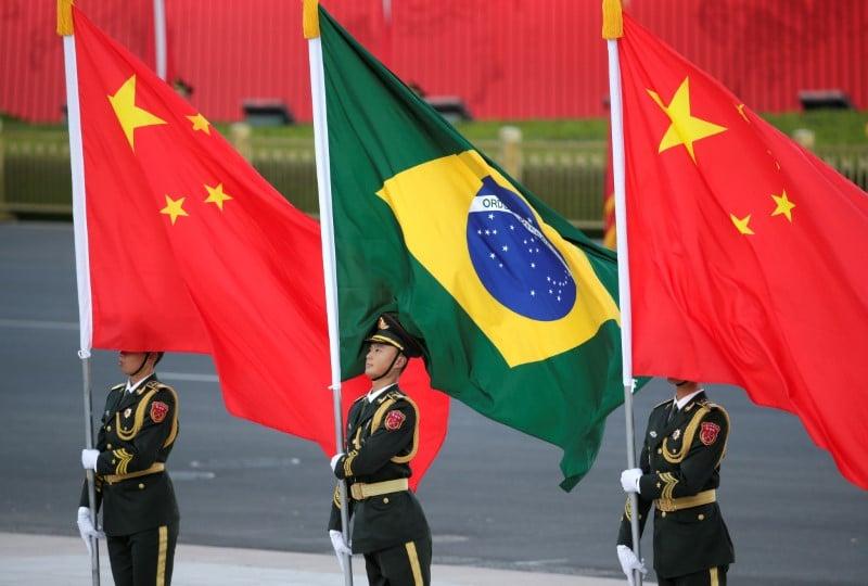 Chanceler conversa com ministro chinês e diz que país é parceiro do Brasil contra Covid