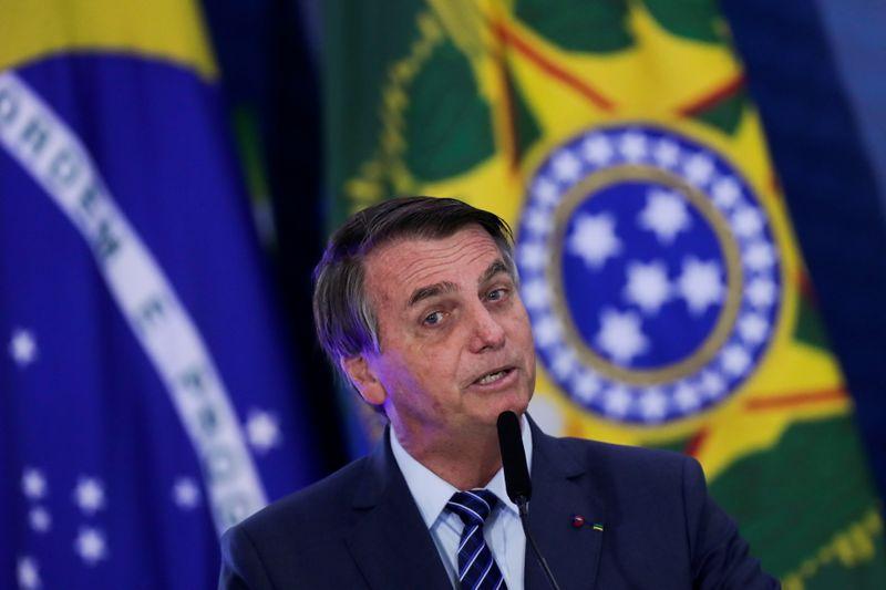 Ao falar de tratativas com Pfizer, Bolsonaro defende responsabilidade em compra de vacina