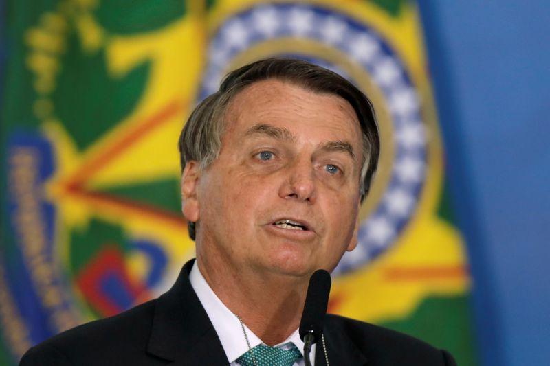 Bolsonaro nega prevaricação e diz que gravação de conversa com Miranda seria crime