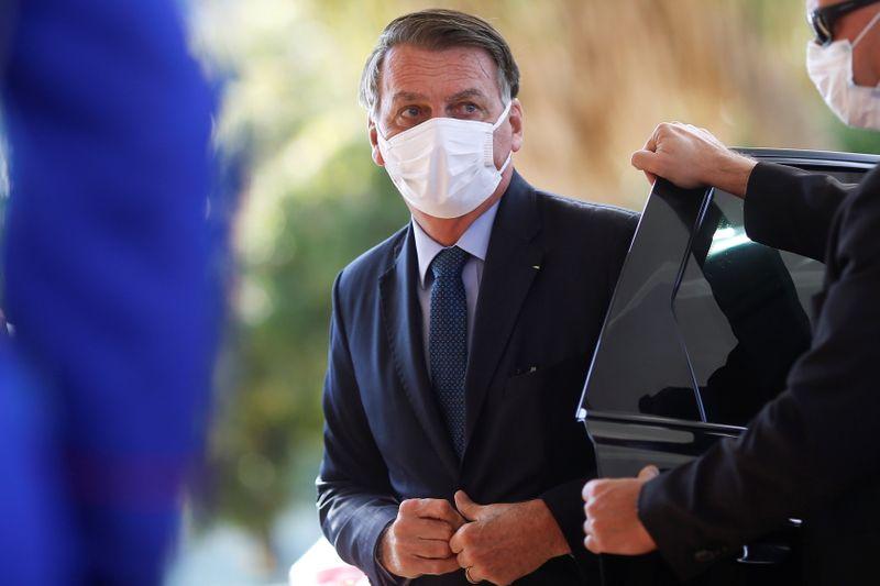 Bolsonaro diz que tem de haver eleição, mas de forma transparente