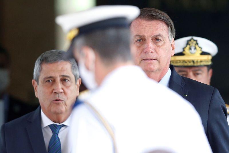 Forças Armadas são último obstáculo para socialismo, diz Bolsonaro