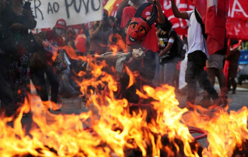 Manifestações pelo país pedem impeachment de Bolsonaro