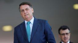 """Bolsonaro diz que """"briga"""" é com Barroso e volta a atacar presidente do TSE"""