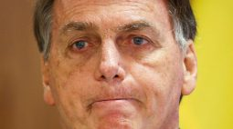 Tendência é voto impresso ser rejeitado na comissão por interferência de Barroso, diz Bolsonaro
