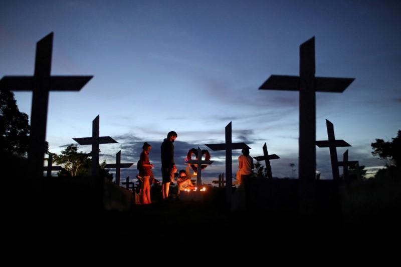 Brasil registra 1.099 novas mortes por Covid-19 e total supera 560 mil