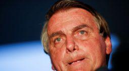 Bolsonaro avisa que vetará quarentena eleitoral a policiais, juízes e militares