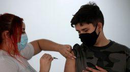 Lewandowski decide que cabe a Estados e municípios definir vacinação de adolescentes