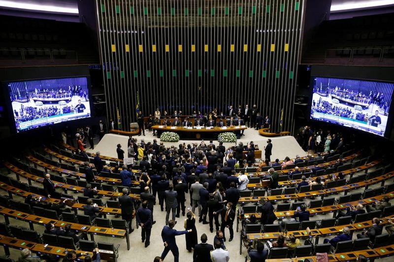 Câmara aprova MP que abre crédito de R,5 bi para Brasil participar do consórcio Covax de vacinas