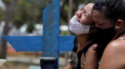 Sem lockdown e com poucas vacinas, pandemia explode pelo Brasil com mutações de vírus
