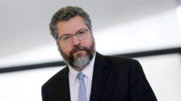 Governo brasileiro trabalha com Biden sobre clima e desmatamento na Amazônia, diz Araújo