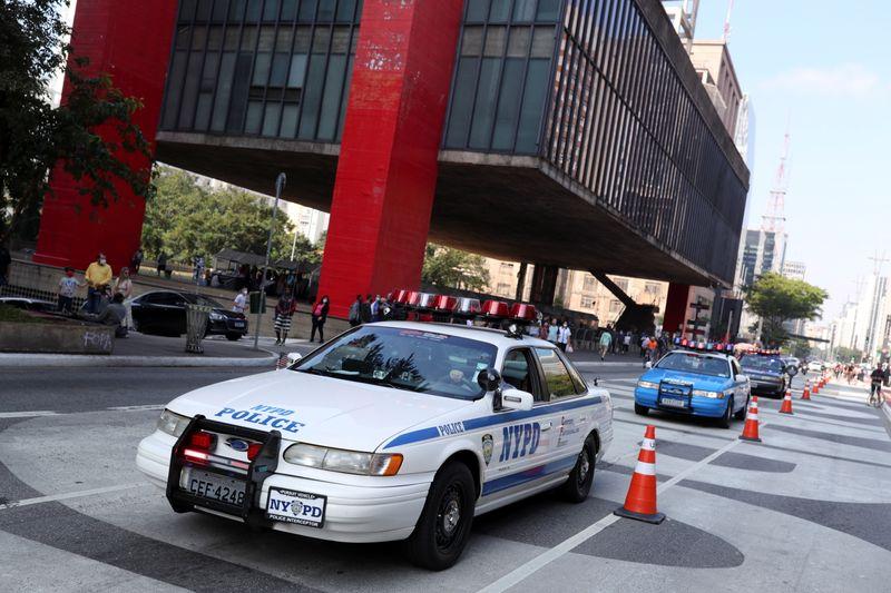Qualquer hora você pode ver carros e motos da polícia de Nova York nas ruas de São Paulo