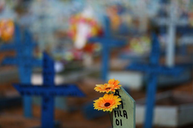 Brasil registra 2.173 novas mortes por Covid-19 e total ultrapassa 450 mil