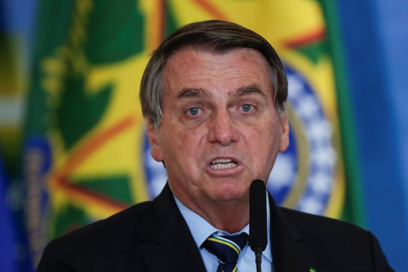 Bolsonaro ataca Omar Aziz e diz que CPI teme convocar Malafaia