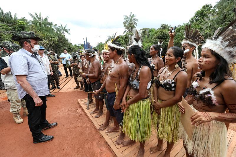 Índiosquerem produzir mas são discriminados por europeus, diz Bolsonaro