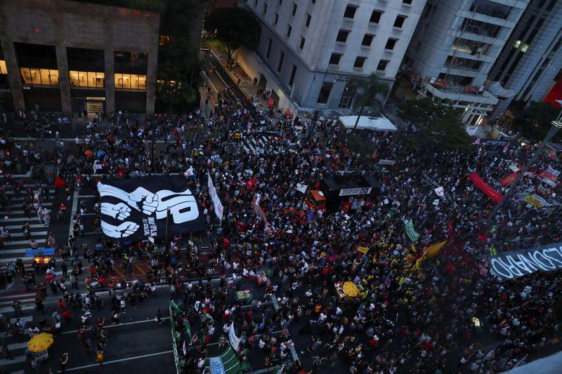 """Bolsonaro minimiza protestos do sábado e diz que """"não tinha ninguém"""""""