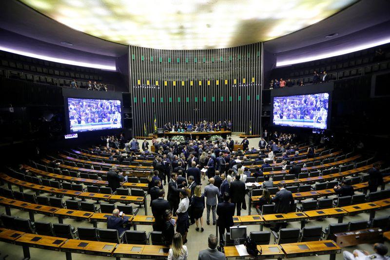 Câmara aprova MP que dispensa volume de exportação para empresas de oxigênio