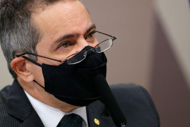 Elcio Franco nega que compra da CoronaVac tenha sido cancelada após declarações de Bolsonaro