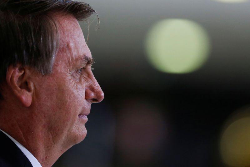 """Bolsonaro questiona eficácia de vacinas contra Covid e erra ao dizer que estão em """"estado experimental"""""""