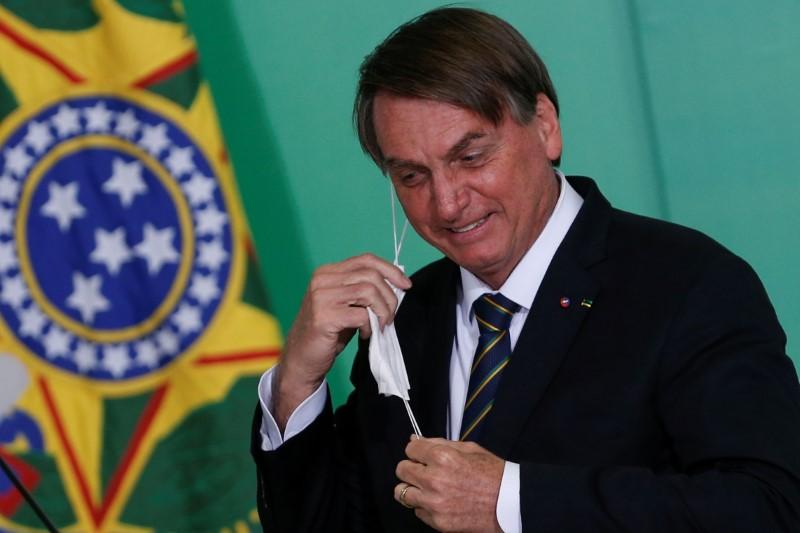 Bolsonaro volta a defender desobrigação de uso de máscaras, mas diz que decisão será de Queiroga