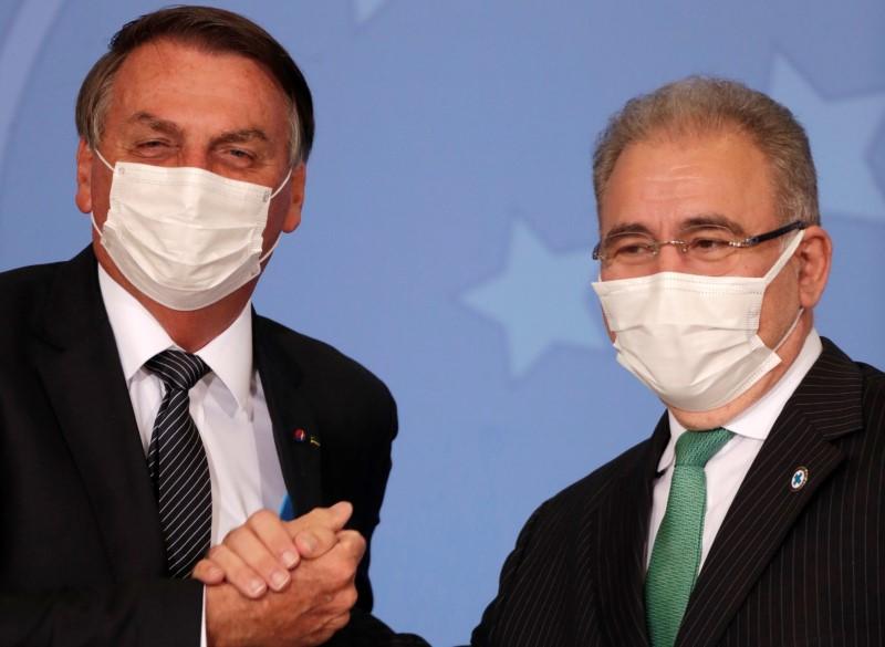 Após pedido de Bolsonaro, Queiroga diz que busca posições sólidas sobre flexibilização do uso de máscaras