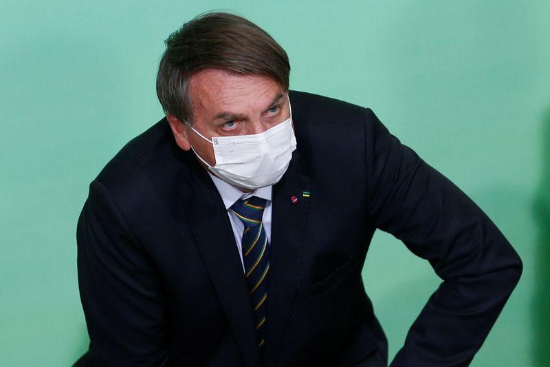 """Bolsonaro admite """"dificuldade"""" para aprovar projeto sobre ICMS de combustíveis"""
