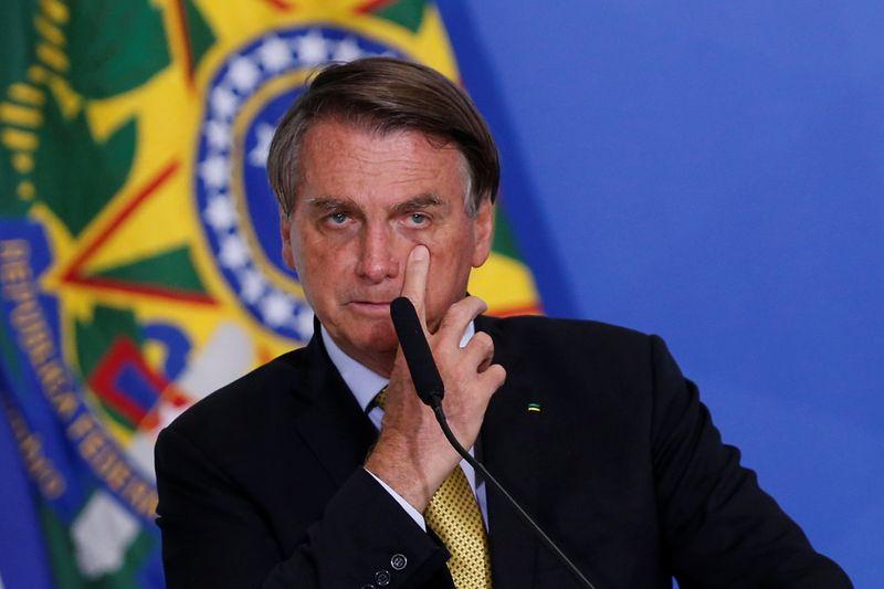 Bolsonaro acusa ministros do STF de articularem rejeição de voto impresso