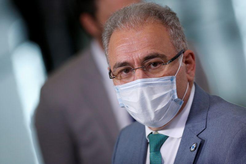 Não há pressa em desobrigar uso de máscaras, diz Queiroga sobre pedido de Bolsonaro