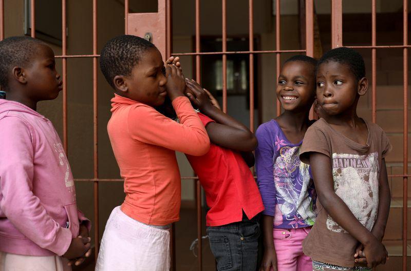 Milhões de crianças africanas dependem da educação na TV durante a pandemia