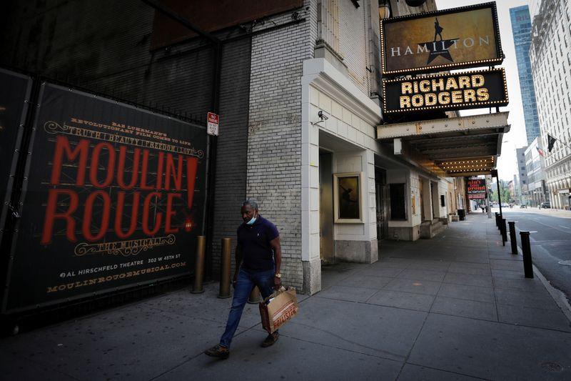 Fechamento de teatros da Broadway se estende a maio de 2021 e causa alarme
