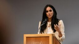 Duquesa Meghan tenta adiar batalha legal com jornal