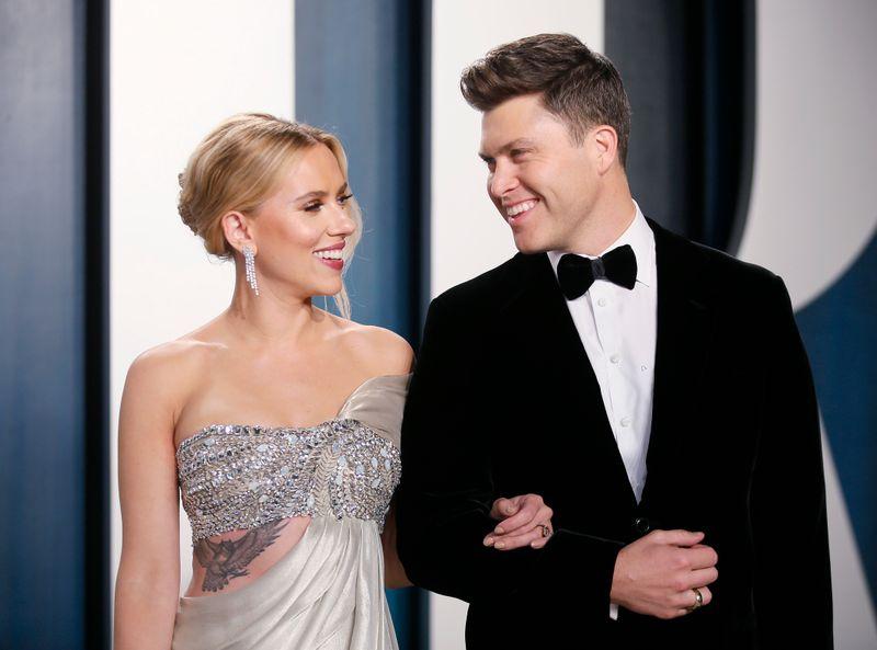 Scarlett Johansson se casa com comediante Colin Jost